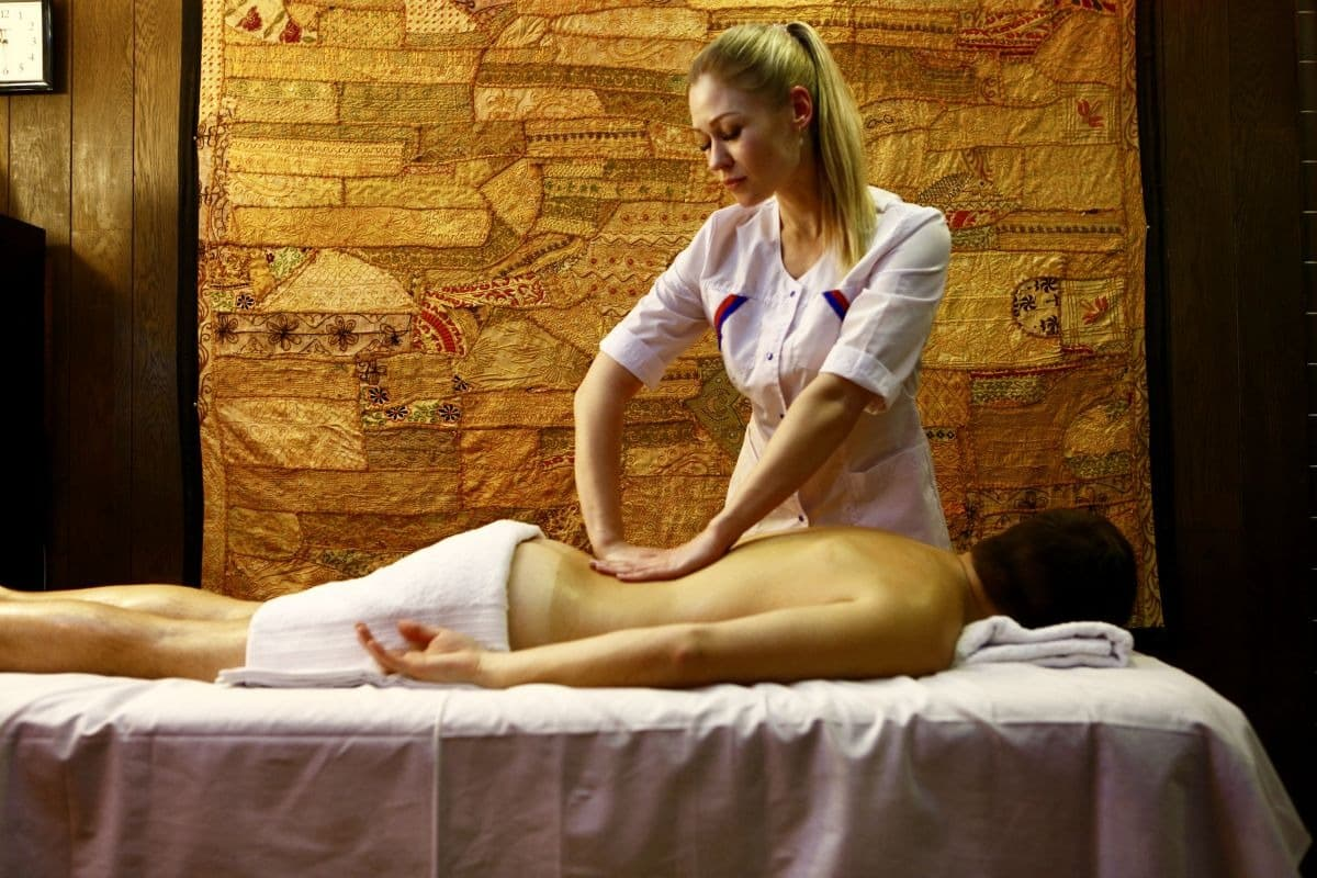 Картинка Massage master for working with clients